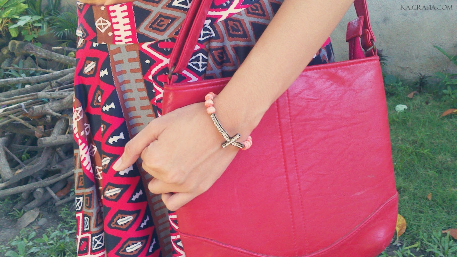 How to wear aztec skirt in bold prints