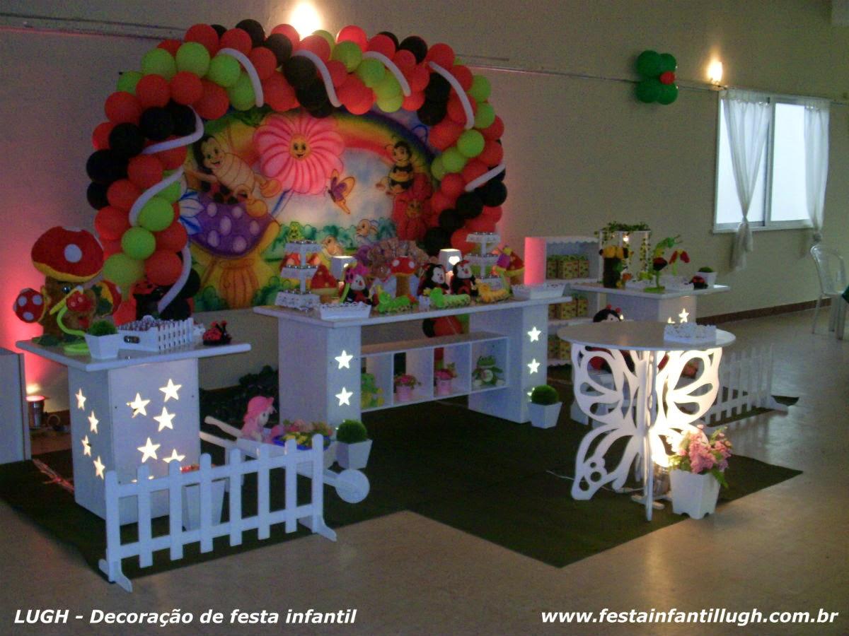 mesa provençal com o tema Jardim Encantado para aniversário de 1 ano