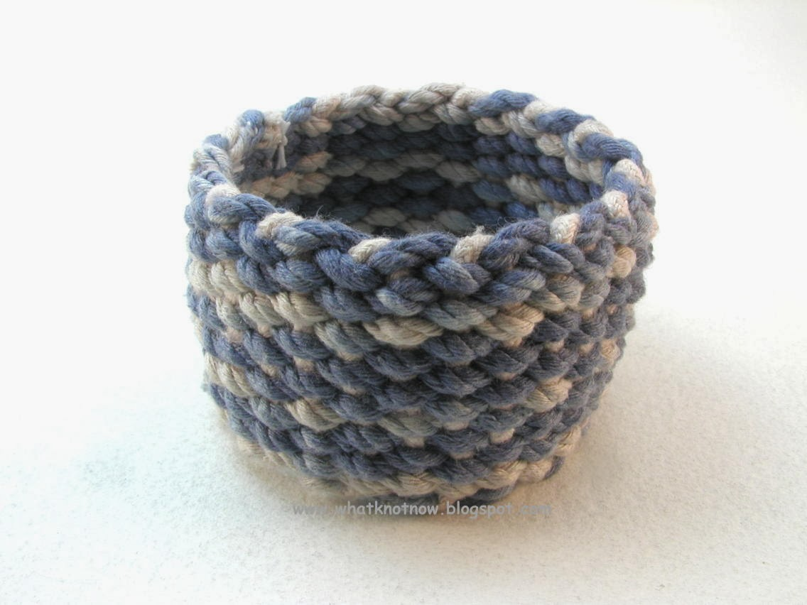 How To Basket Weave Bracelet : Knots and fiber bracelets blue white basket weave