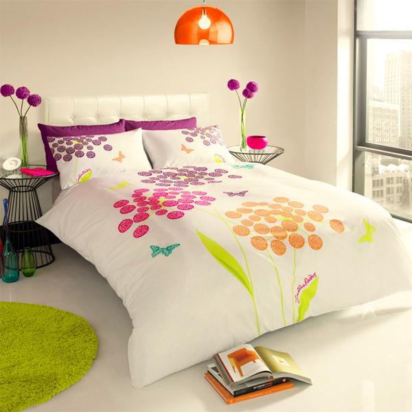 λουλούδια σε σεντόνια, πολύχρωμα σεντόνια, εμπριμέ σεντόνια