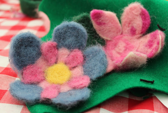 Needlefelt flowers - The Handmade Fair