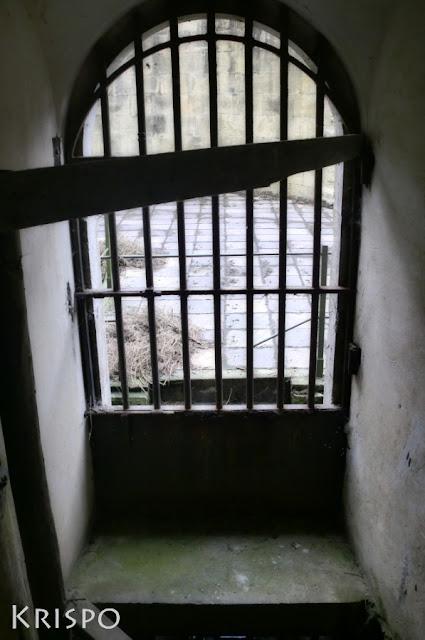 puerta de barrotes de hierro del fuerte guadalupe de hondarribia