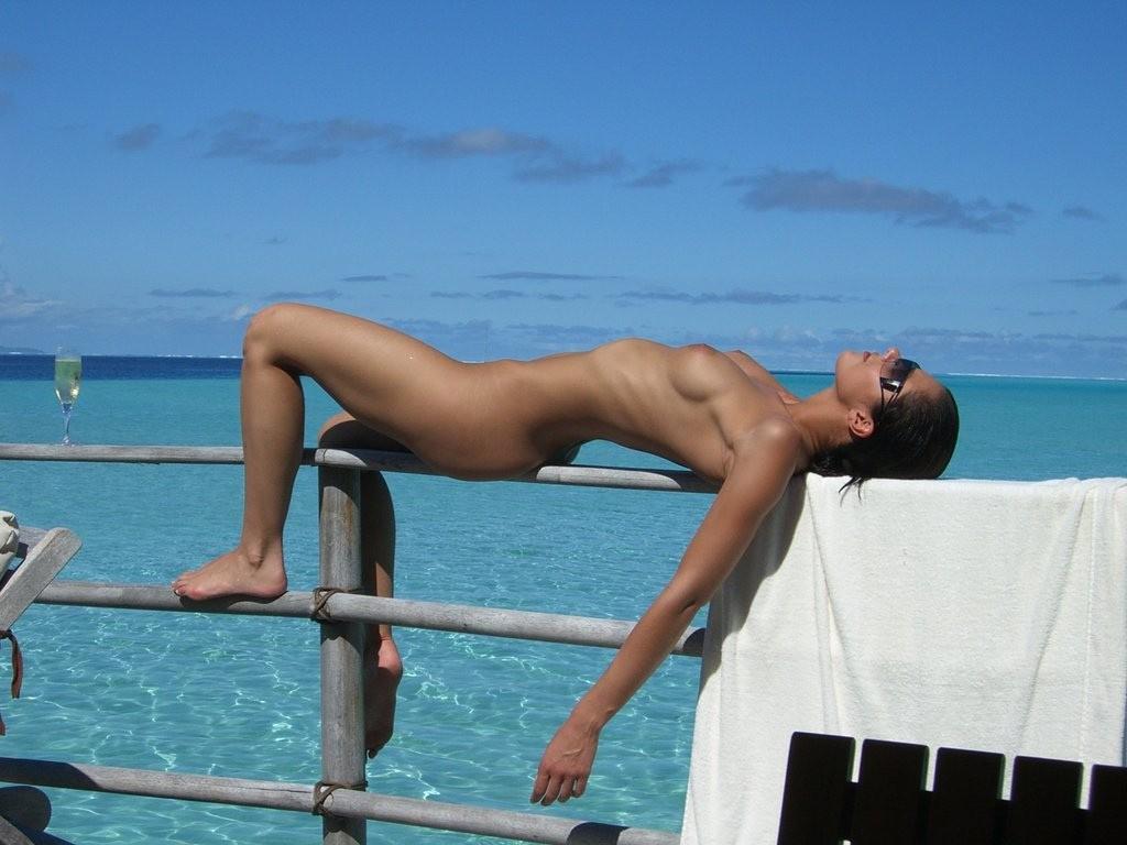 http://4.bp.blogspot.com/-2Vezbb6FneI/TwceNtsskFI/AAAAAAAAixk/env-VbnCy4A/s1600/Adrianne-Curry.jpg