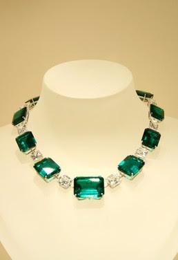 EmeraldNeclace diamondneclace weddingneclace engagementneclace neclace whitegoldneclace2528122529 - Fabolous Necklace :)