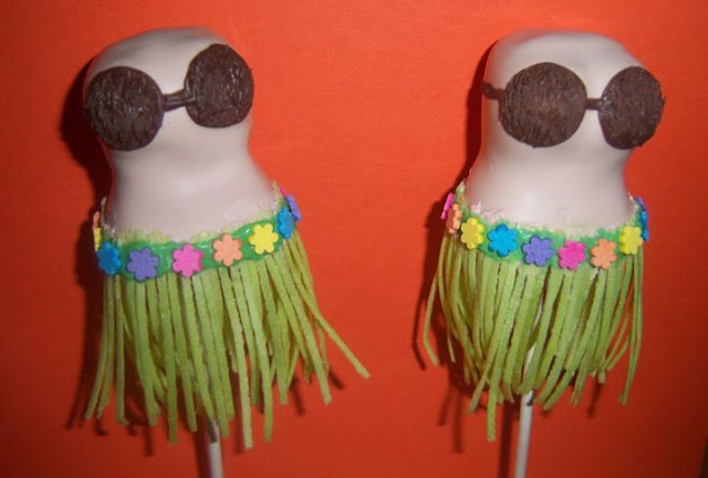 Stunning Hula Dancers by Kreative Pastries and Cake Pops