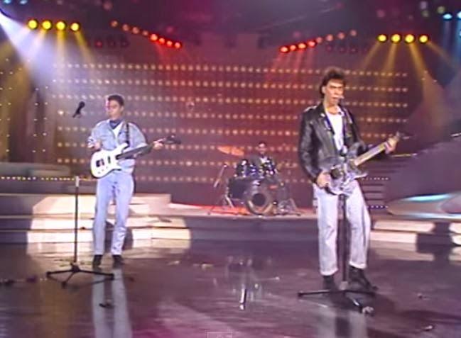 videos-musicales-de-los-80-la-trampa-acercate-y-besame