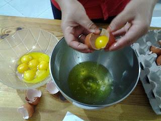 طريقة إعداد حلوة لا كريم مزينة بعجينة اللوز بالمراحل المصورة