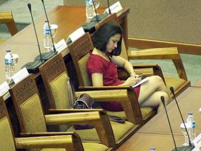 Inilah Anggota DPR Paling Cantik! - Ada Yang Asik