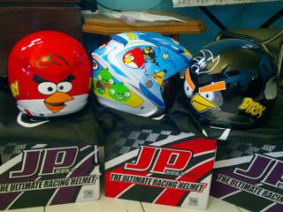 Gambar helmet 'Angry Birds' dari sebuah laman forum dari Indonesia.