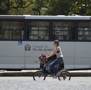 Río de Janeiro avanza en dos ruedas