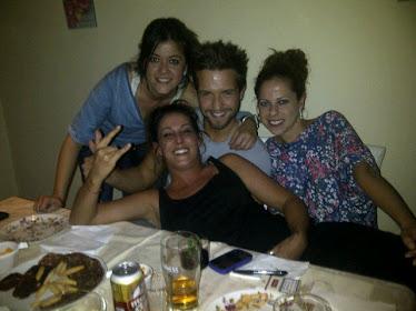 Malú cenando con sus amigos: Pastora Soler, Pablo Alborán y Vanessa Martin