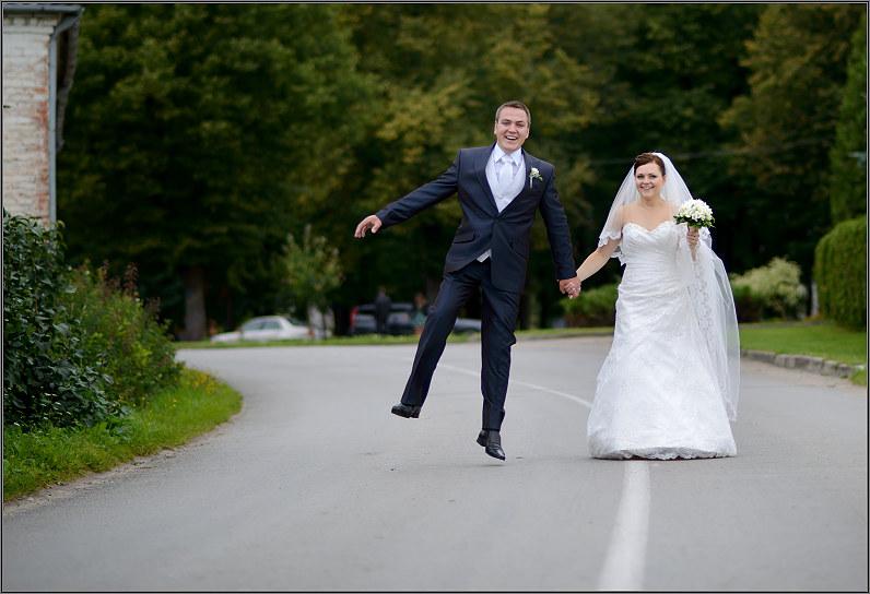 linksmos vestuvinės nuotraukos