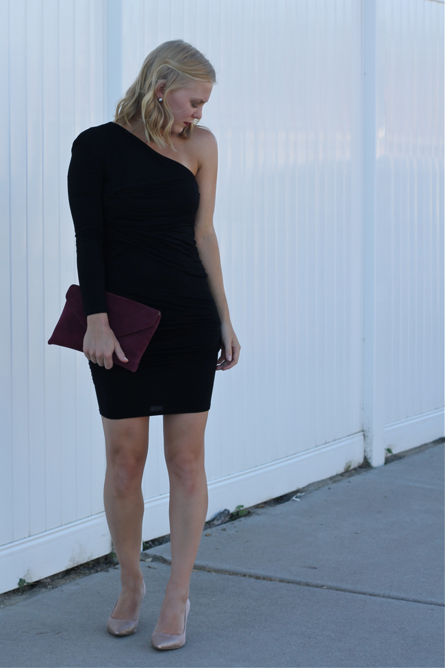 Vegas outfit, night outfit, black dress, OC Fashion Blogger, envelope clutch
