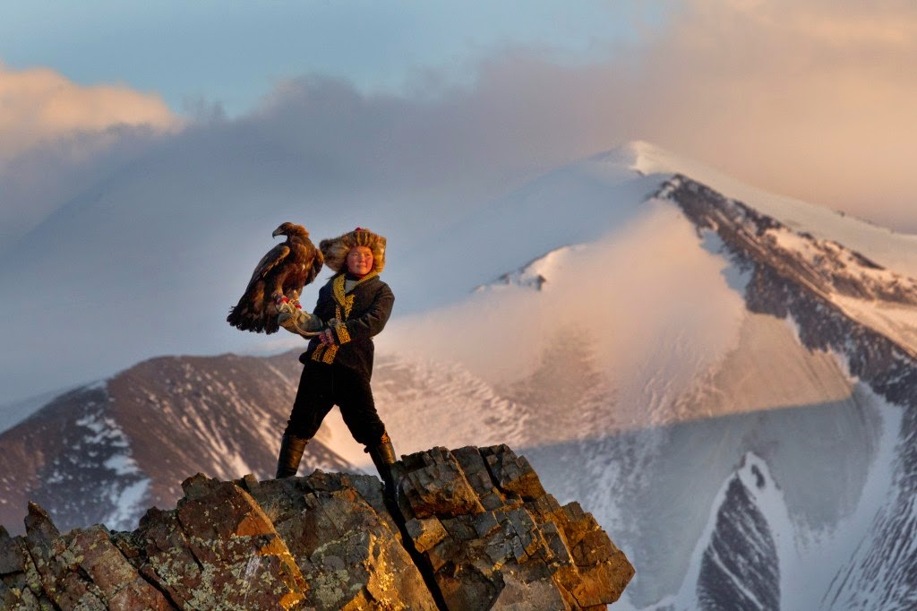 13 YEAR OLD EAGLE HUNTRESS ASHOL PAN; MONGOLIA - 29 Breathtaking Photographs of The Human Race