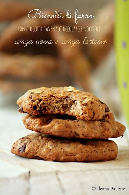biscotti di farro con fiocchi d'avena, cioccolato e nocciole..senza uova e senza lattosio!