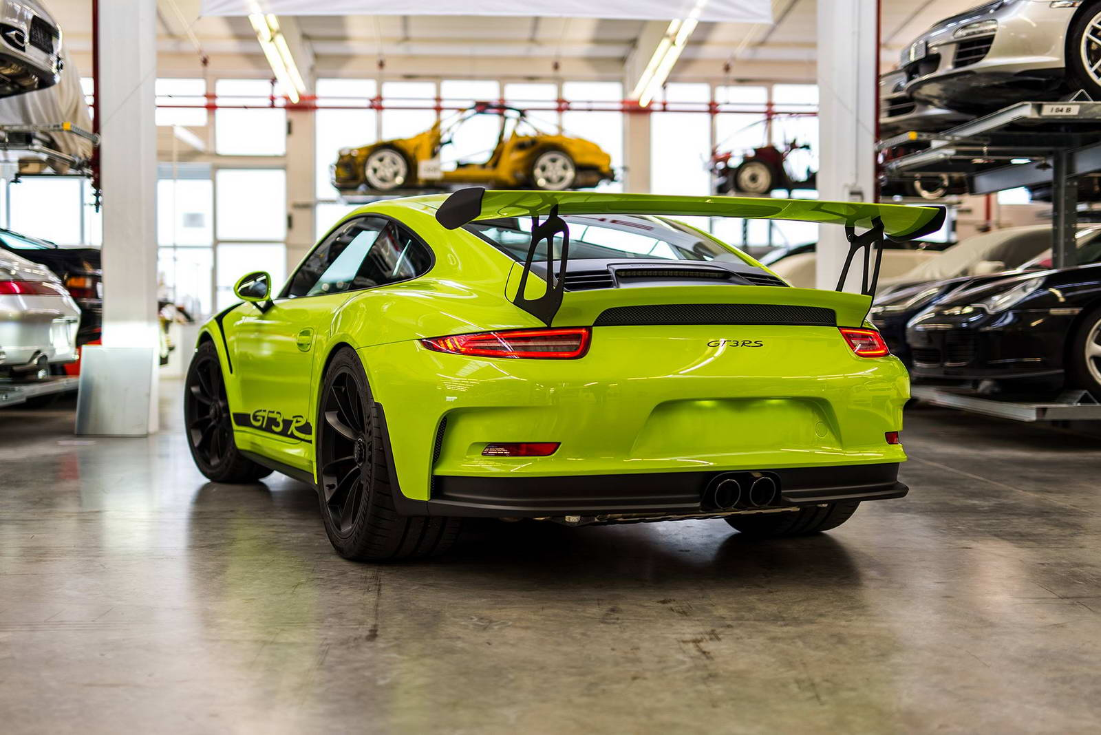 porsche exclusive does a 911 gt3 rs in retina burning lime. Black Bedroom Furniture Sets. Home Design Ideas