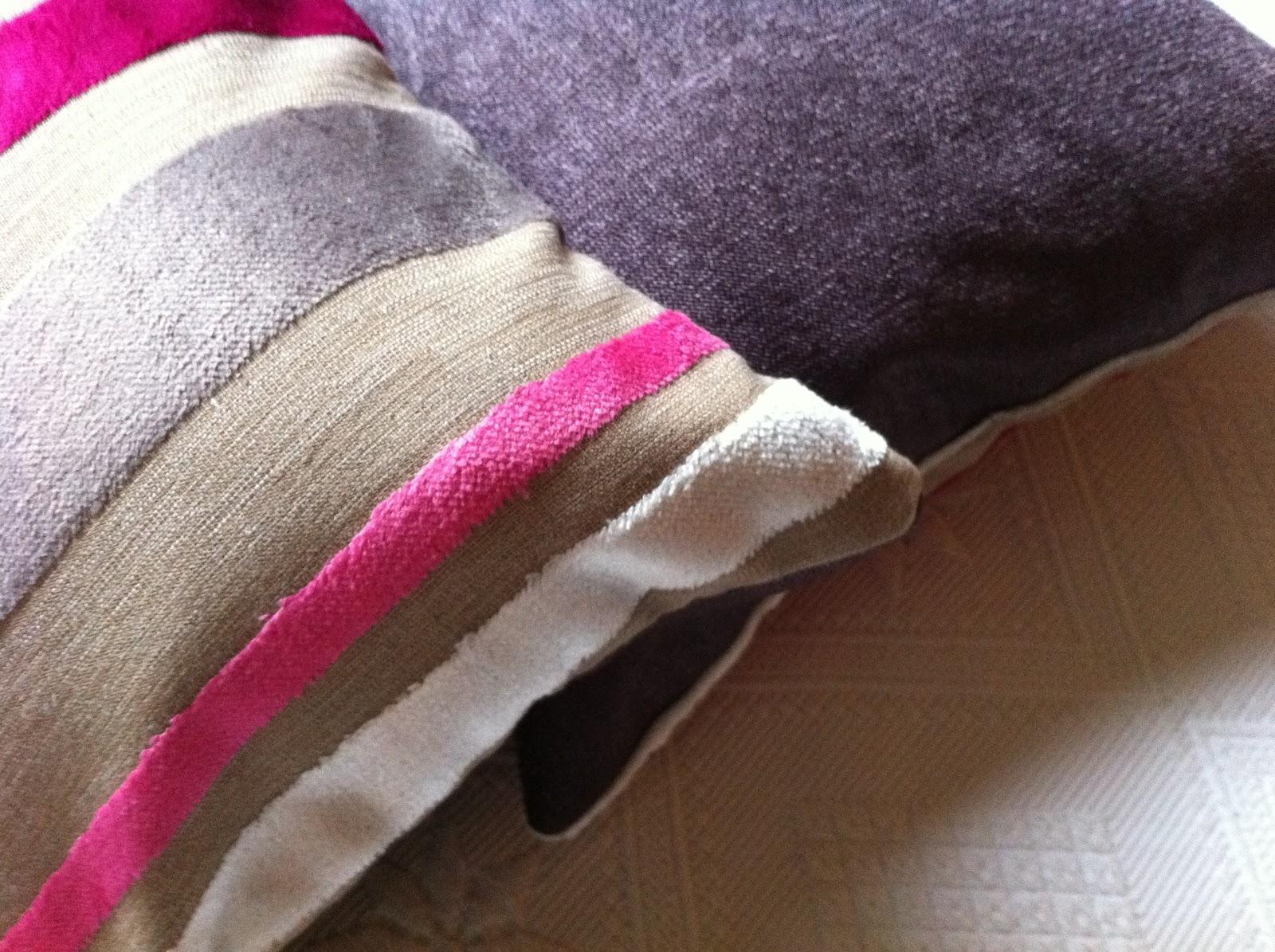 coussins dans tissus designer guild. Black Bedroom Furniture Sets. Home Design Ideas