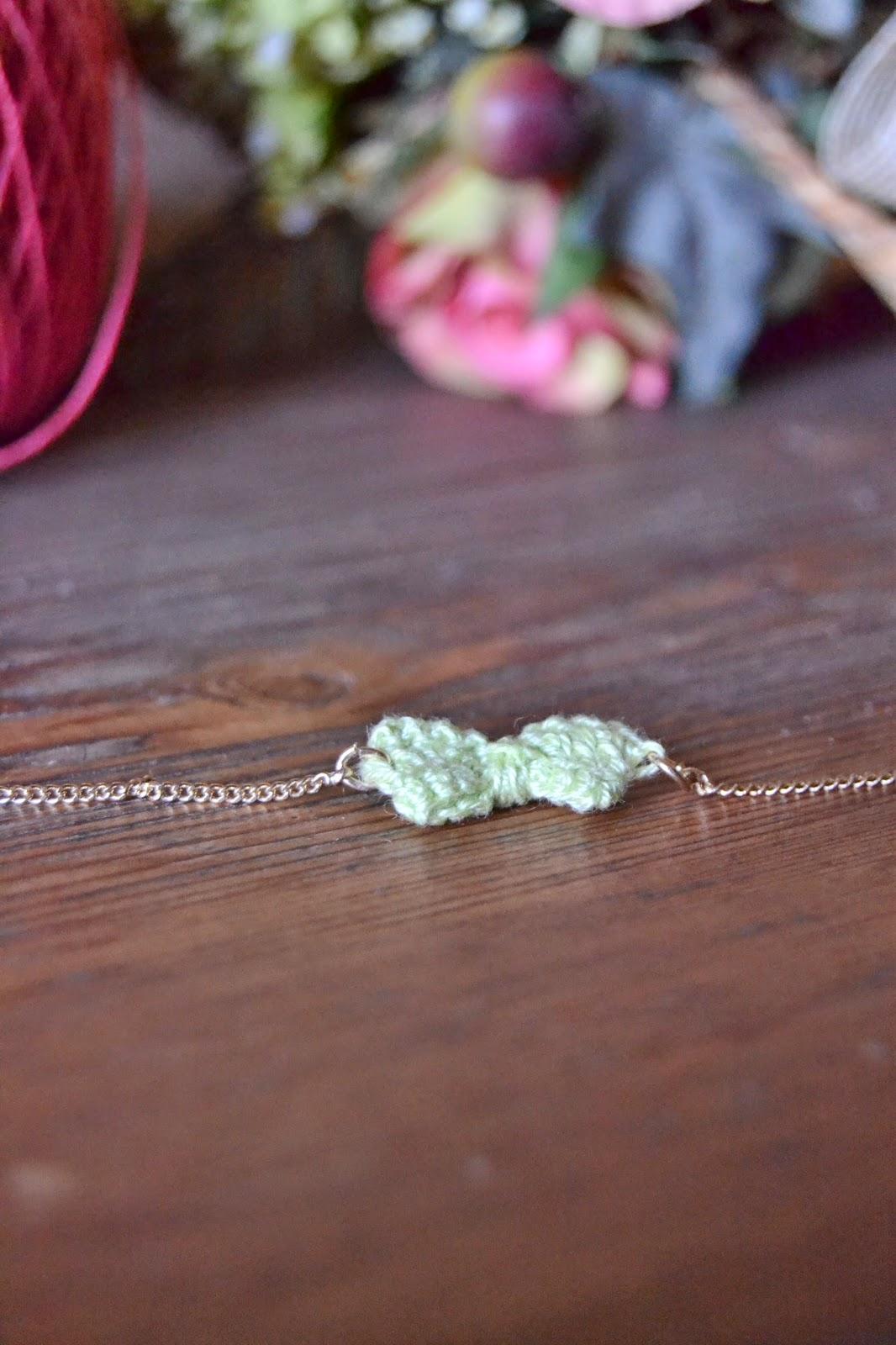 bow crochet bracelet