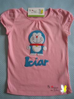 camiseta-Doraemon-personalizada-en-fieltro-regalo-original-hecho-a-mano