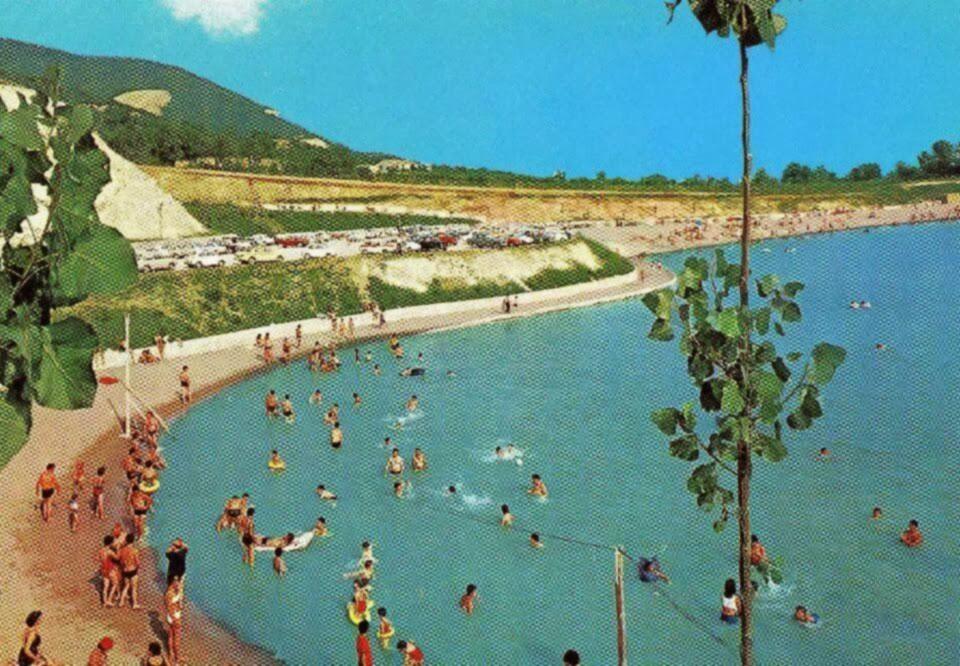 Un po 39 di storia del lago delle rose monselice italia for Cabine vicino al lago di conroe