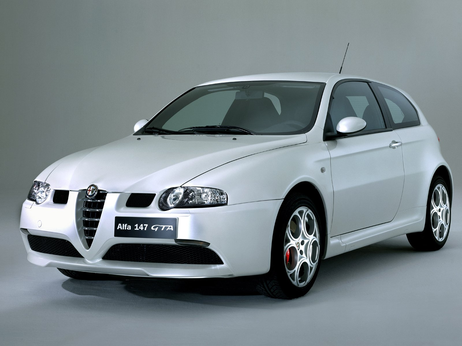 http://4.bp.blogspot.com/-2YKfrK7onAU/T_N8o2CgraI/AAAAAAAACMw/XVc_UGWA6jE/s1600/voiture-alfa-romeo-147-gta.jpg