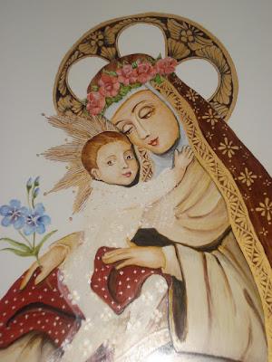 Santa Rosa con corona de rosas y el Niño Jesus amorosamente en sus brazos