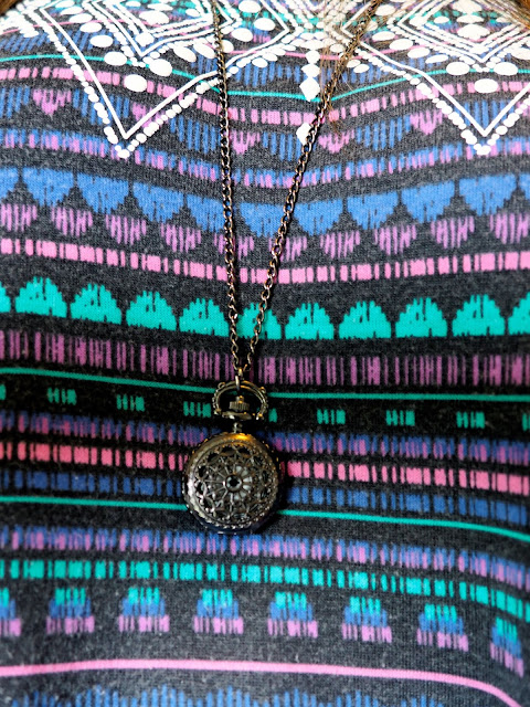 Summer Colours | outfit jewellery details of black pocket watch pendant necklace