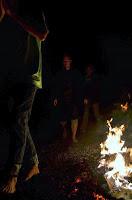 Chůze po žhavém uhlí - firewalking
