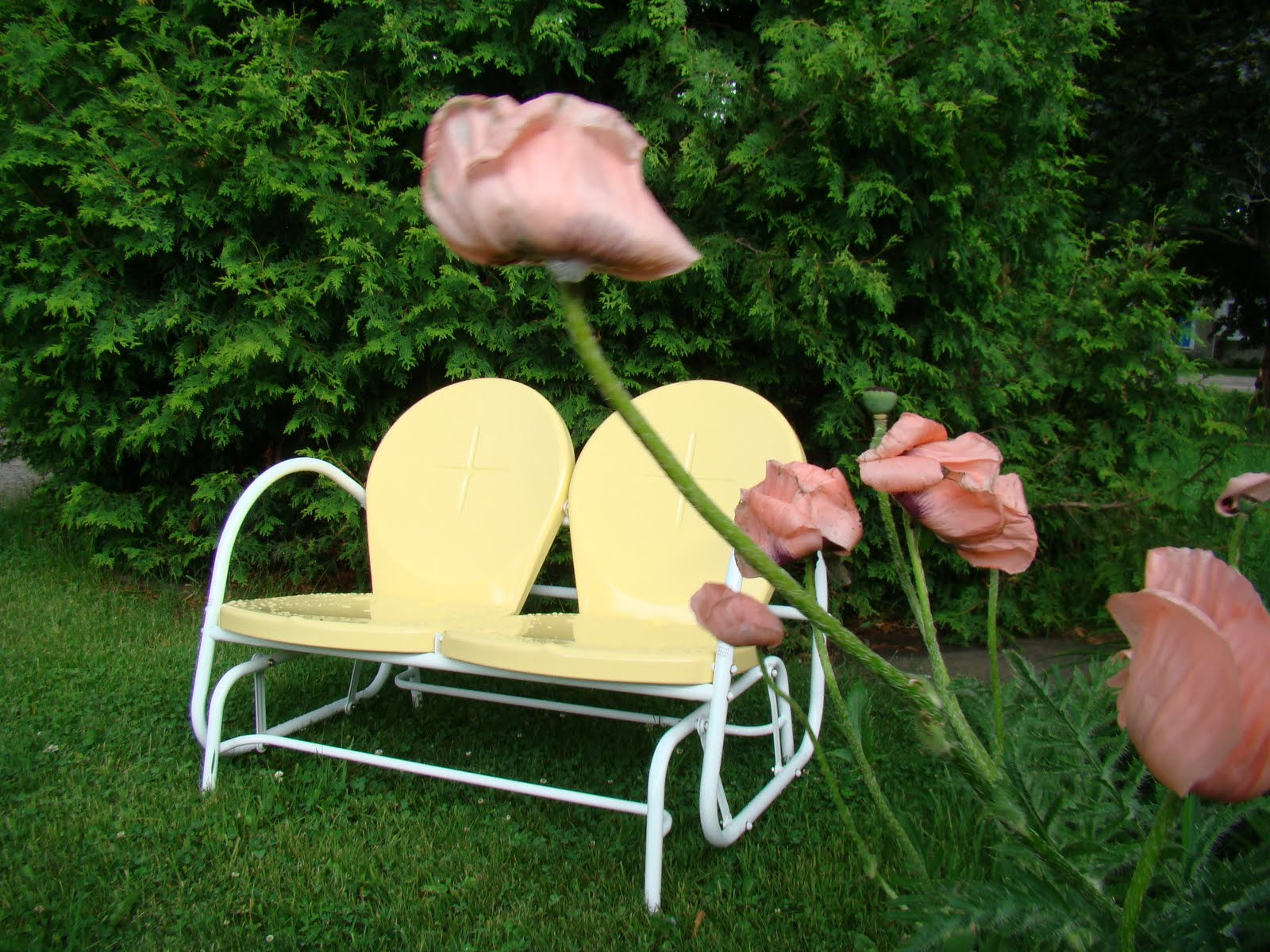 Living vintage retro lawn furniture for Retro outdoor furniture