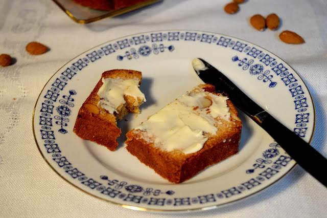Schwedisches Früchtebrot mit Butter