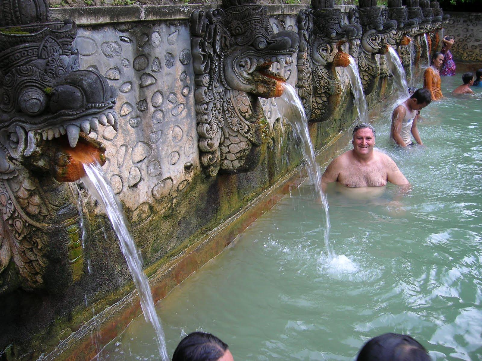 Aguas termales de Banjar,Bali, vuelta al mundo, round the world, La vuelta al mundo de Asun y Ricardo