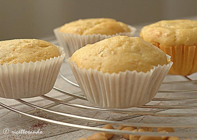 Muffins allo yogurt con arachidi e uvetta ricetta senza burro