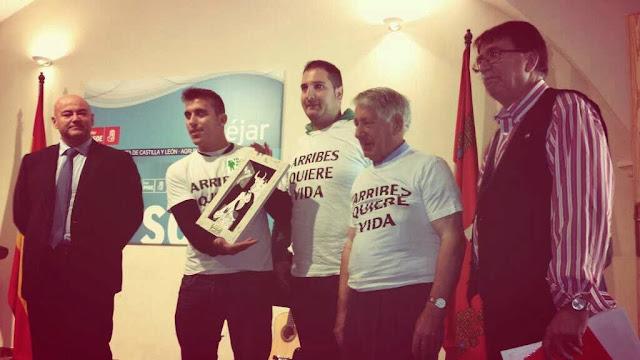 Entrega del premio a la Libertad de la Agrupación Socialista  a la plataforma #arribesquierevida