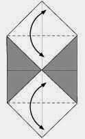 Bước 3: Gấp hai góc trên tờ giấy vào trong để tạo nếp gấp, sau đó lại mở ra.