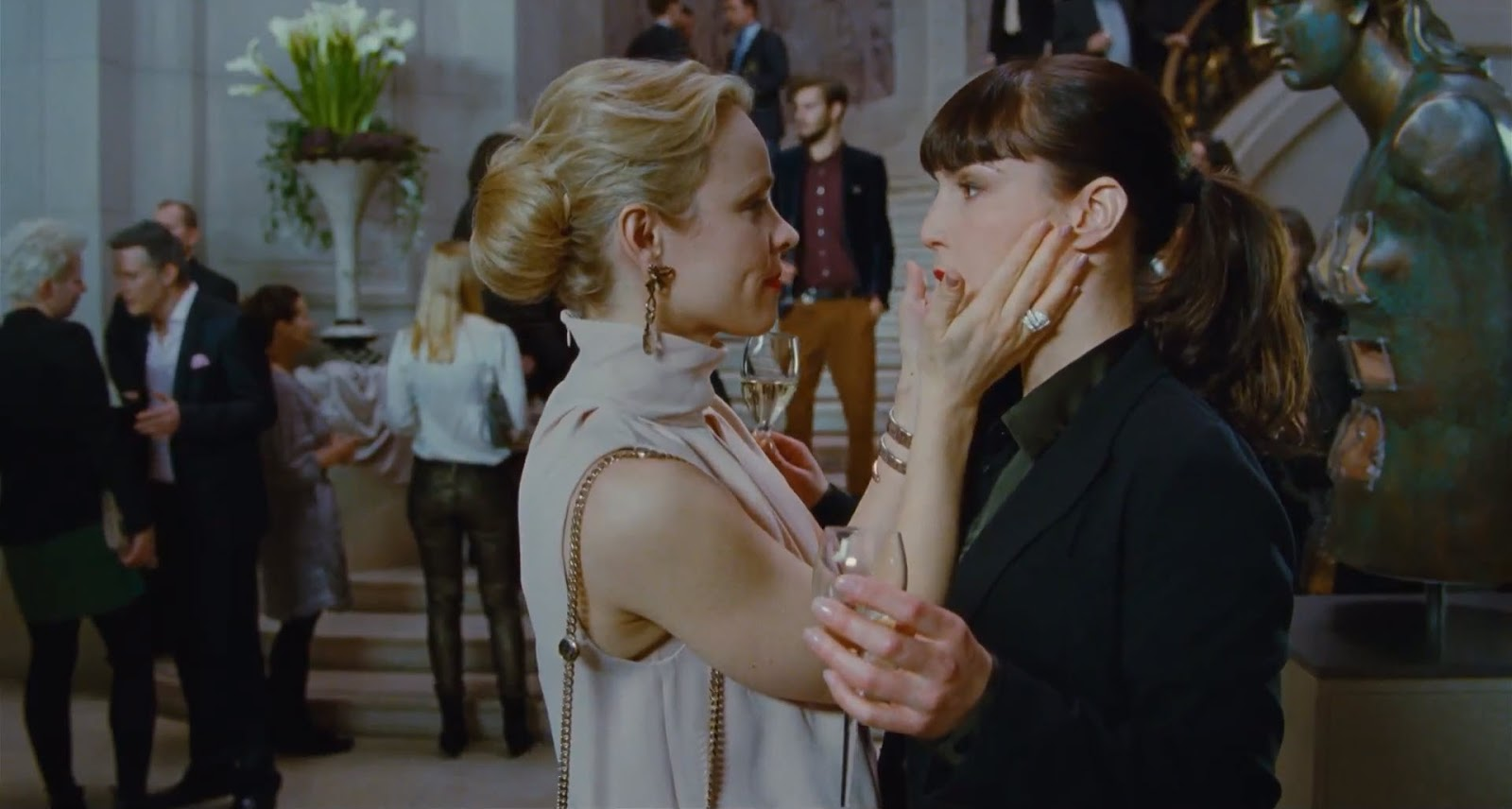 http://4.bp.blogspot.com/-2ZaNuhistWA/UHSh2Jkd9WI/AAAAAAABguo/gi7Uaqp-yrM/s1600/rachel-mcadams-strokes-noomi-rapace-for-passion-movie.jpg