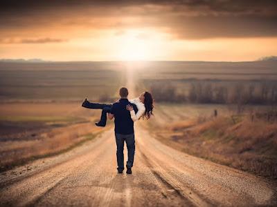 fotos de chico cargando a su novia