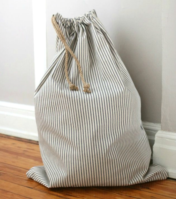 17 Apart: Over on eHow: Sew a Simple Drawstring Laundry Bag