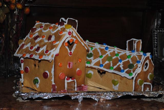 Χριστουγεννιάτικα σπιτάκια από μπισκότο, σοκολάτα, ζαχαρωτά, καραμέλες