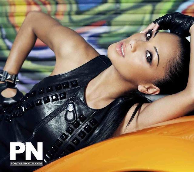 Nicole Scherzinger sexy in car