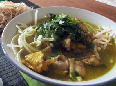 bouillon de la soupe vietnamienne de curry de poulet jaune