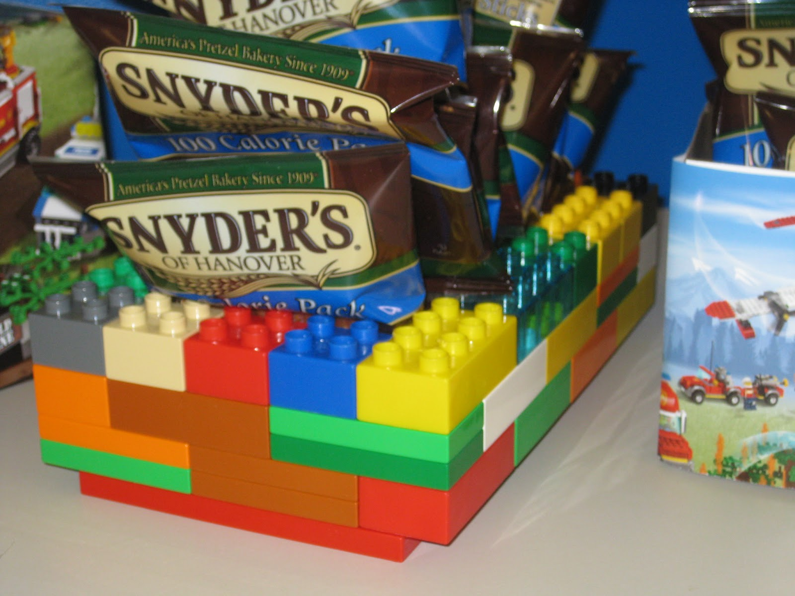 Simple lego decorations a baker 39 s house for Decoration lego