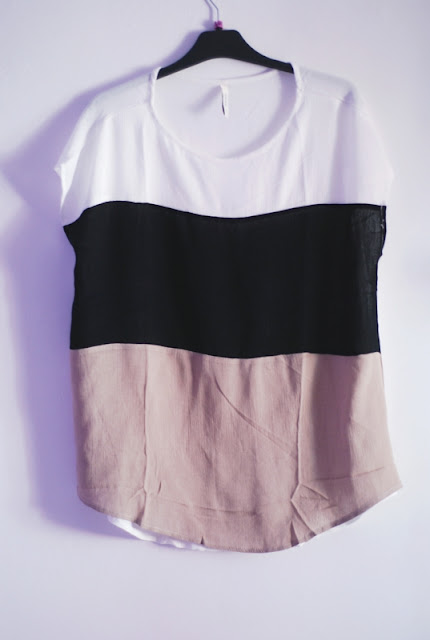 http://www.shein.com/White-Black-Apricot-Short-Sleeve-High-Low-T-shirt-p-219444-cat-1738.html?utm_source=pomaranczowa-pomarancz.blogspot.jp&utm_medium=blogger&url_from=pomaranczowa-pomarancz.blogspot.jp
