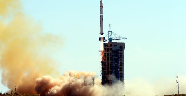 "A Long March-2D carrier rocket carrying the ""Jilin-1"" satellites blasts off from the launch pad at the Jiuquan Satellite Launch Center in northwest China's Gansu Province, Oct. 7, 2015. Credit: Xinhua/Zhao Peng"