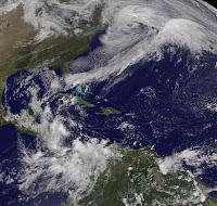 Westatlantik: Ex-RINA, Ex-97L und Ex-USA-Blizzard feiern zusammen eine Halloween-Party von Kanada bis nach Zentralamerika, Atlantik, Oktober, 2011, Hurrikansaison 2011, Yucatán, Florida, Rina, aktuell, Satellitenbild Satellitenbilder, Schneesturm Wintersturm Blizzard, US-Ostküste Eastcoast,