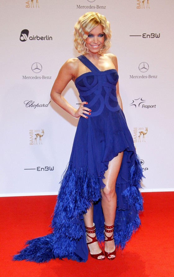 welke kleur schoenen bij blauwe jurk