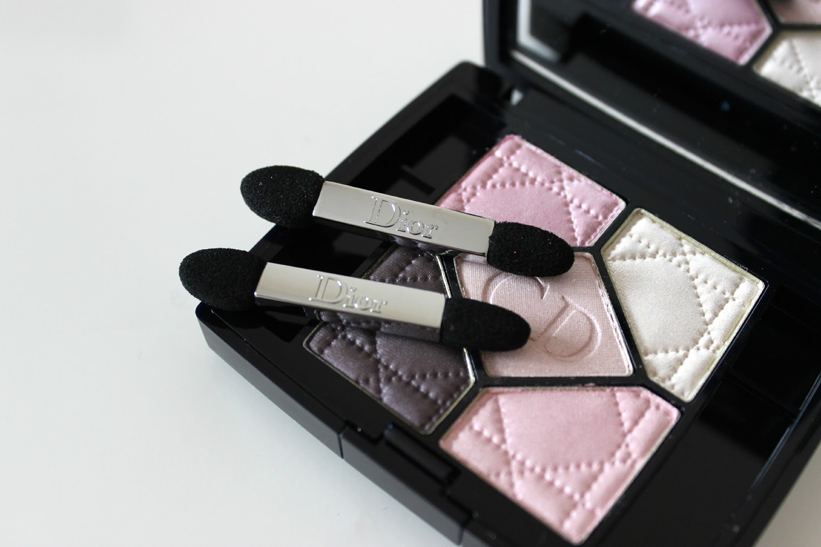 A picture of Dior Couture Colour Eyeshadow Palette in 834 Rose Porcelaine