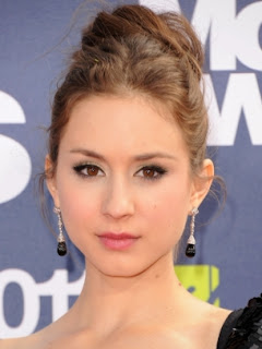 Celebrity Summer Hair Styles Ideas From troian bellisario