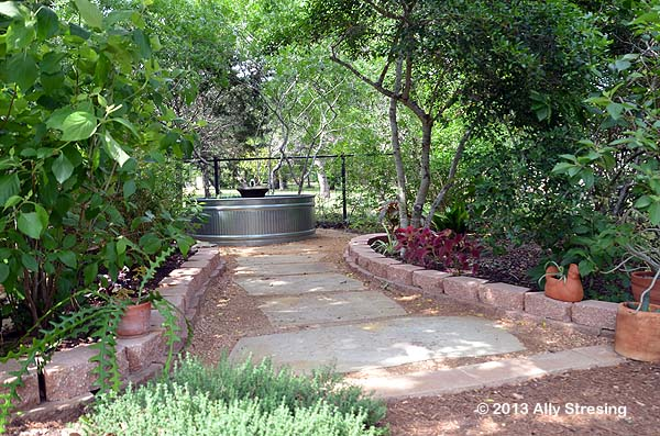 Garden Ally Stock Tank Fountain