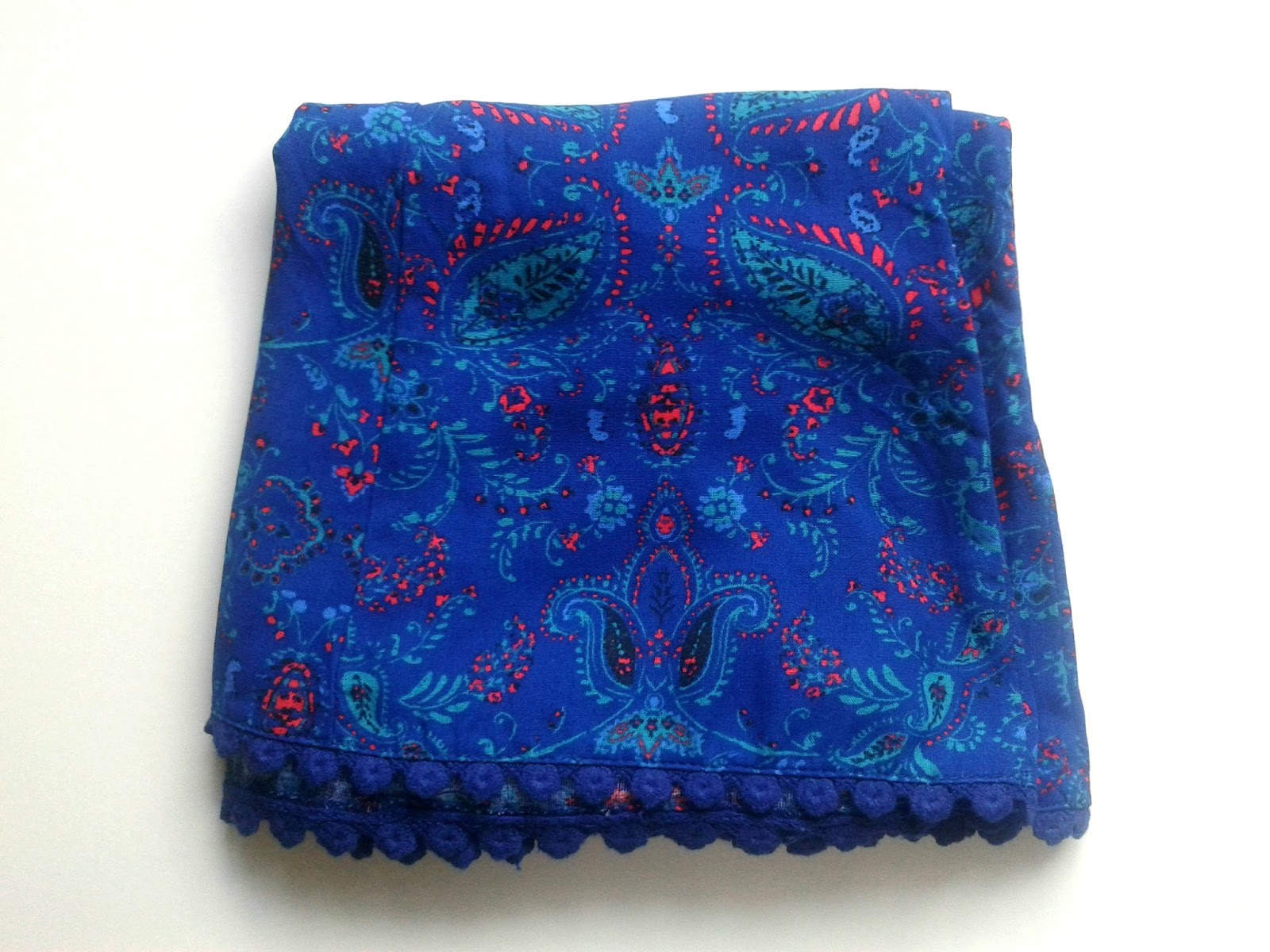 New Look Blue Paisley Print Crochet Hem High Waisted Shorts Folded Review Outfit