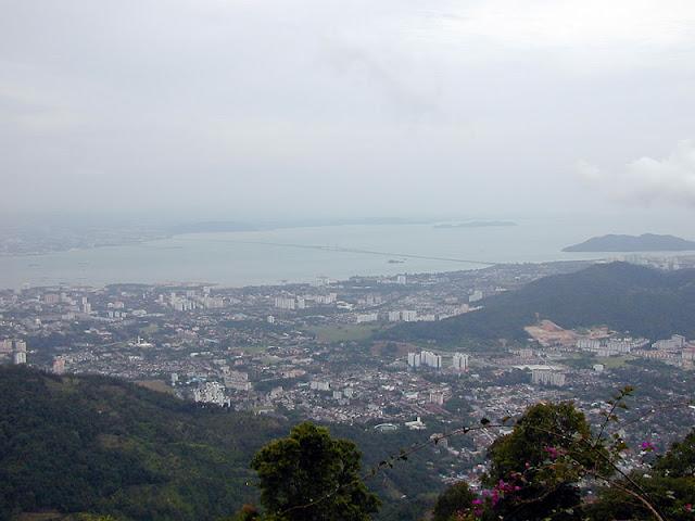 山顶上往下望的槟城美景